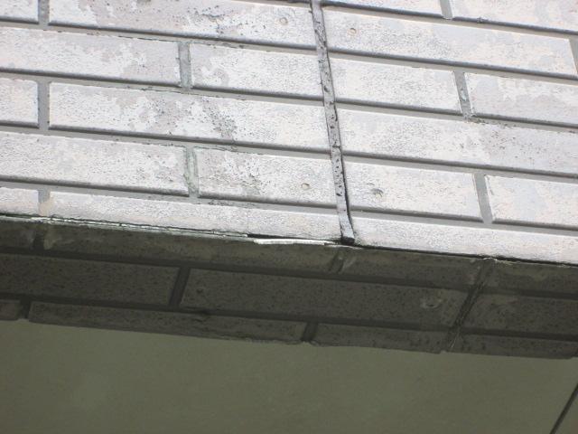 外壁と同じく紫外線と雨が直接当たる、ベランダは劣化が早い傾向にあります。