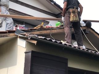 写真:破風板の張り直し