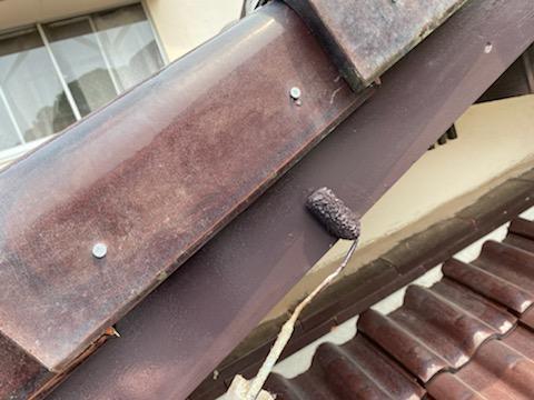 写真:破風板塗装中2