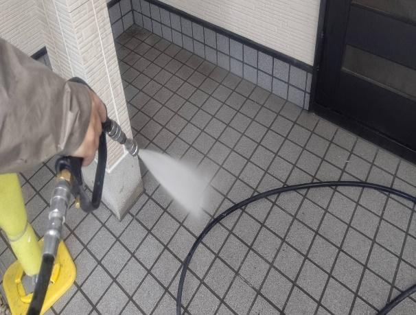写真:床タイル洗浄