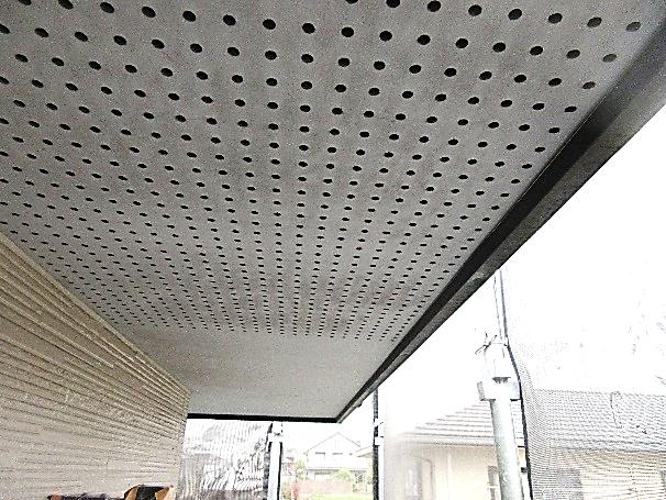 写真:軒裏下塗り
