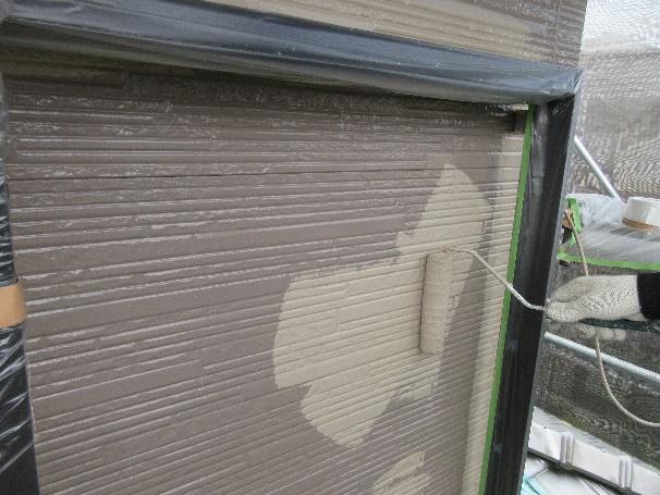 写真:上塗り施工中