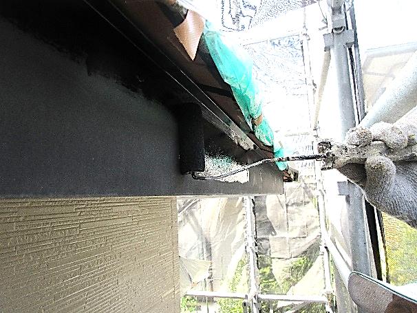 写真:破風板下塗り
