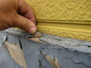 写真:幕板素地の膨れや剥がれ
