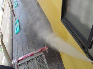 写真:雨樋塗膜の劣化