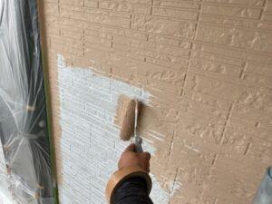 写真:1階壁の中塗り
