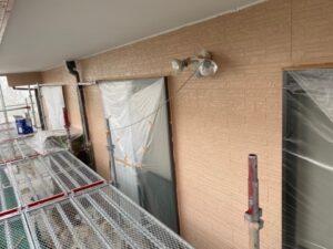 写真:1階壁中塗り完了