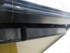 写真:破風板上塗り